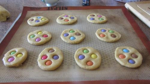 2013-12-01 cookies smaties et choco noir (4).JPG