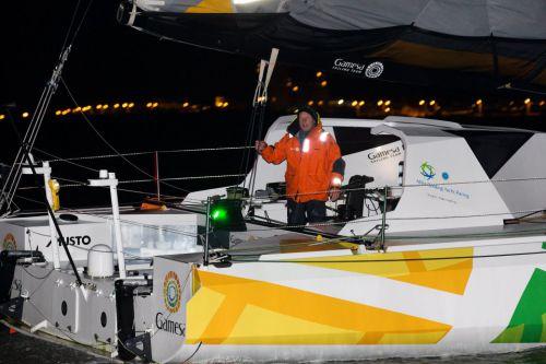 Bravo Mike Golding qui devient le premier skipper à boucler trois Vendée Globe