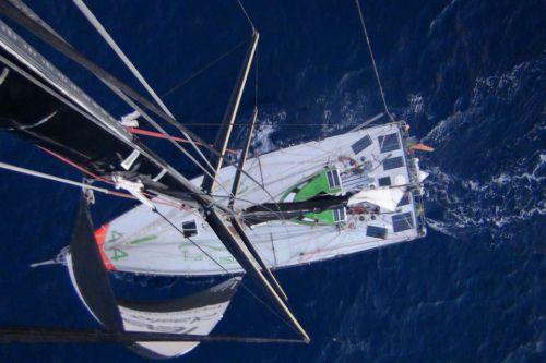 Di Benedetto-Team Plastique -Vendée Globe 2012-2013 a dû monter en haut de son mât