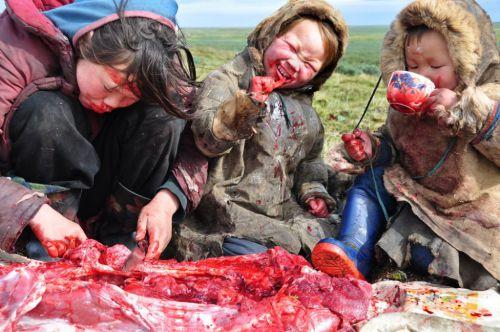 Repas - une famille sibérienne
