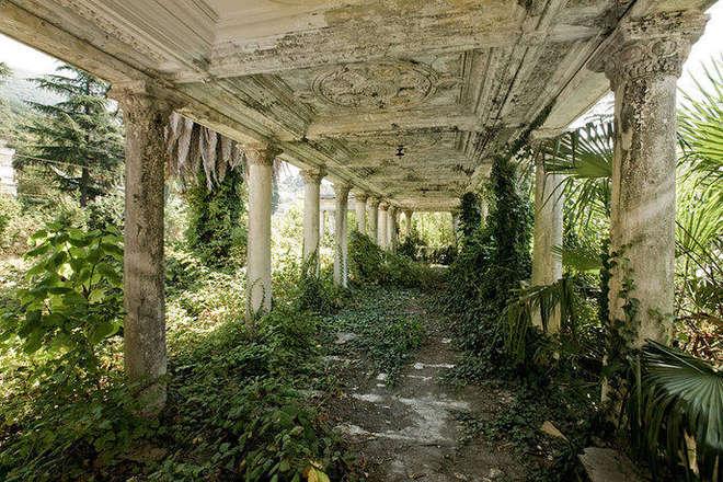 Gare abandonnée à Abkhazie.png