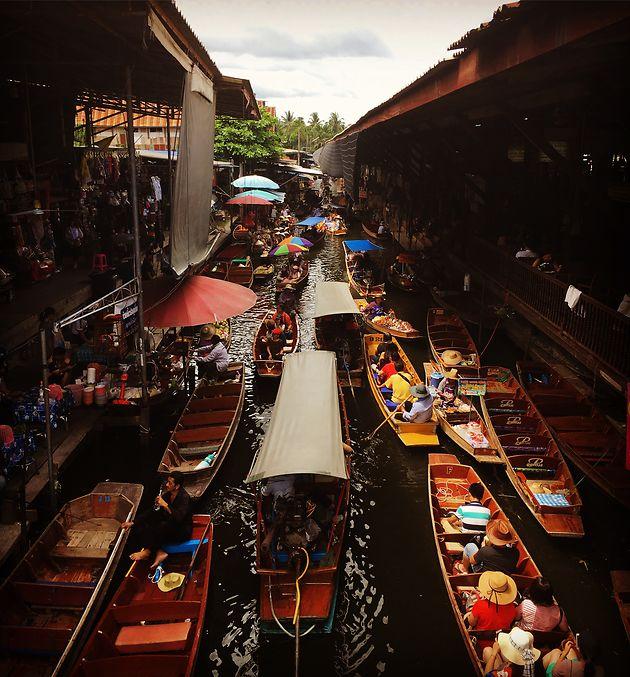 Marché flottant en Thailande.jpg