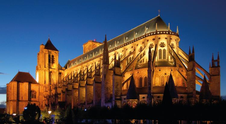 Cathédrale Saint-Étienne de Bourges - la « rivale » de Notre-Dame de Paris.png