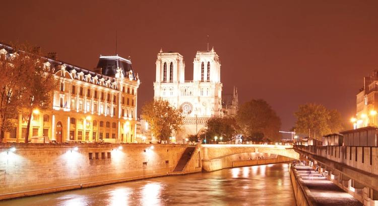 Cathédrale Notre-Dame de Paris - monument le plus visité d'Europe.png