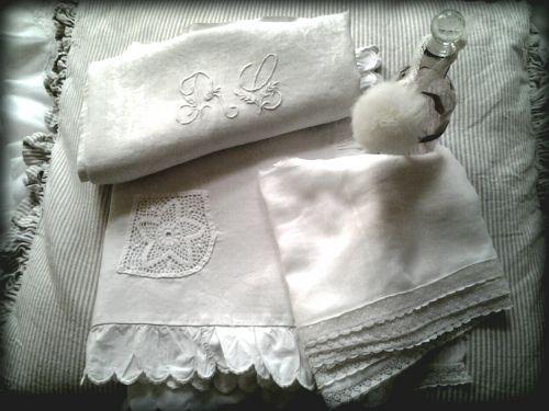 Tissus anciens achetés à la brocante de la couturière d' Hermanville  !