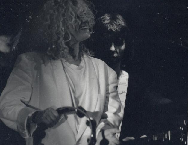 Linda Keel en concert white.jpg