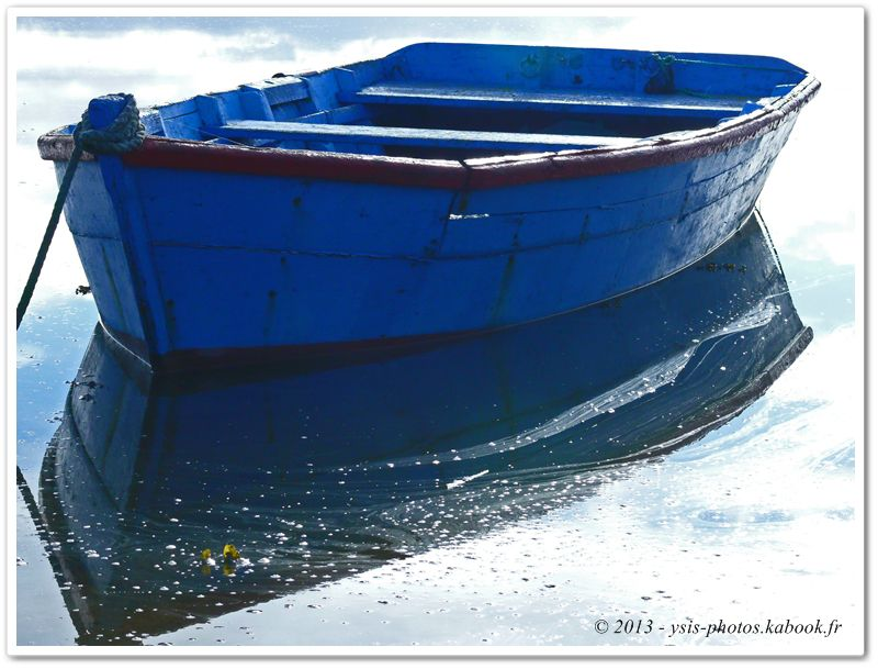 reflets d'une barque sur l'eau ria d'etel