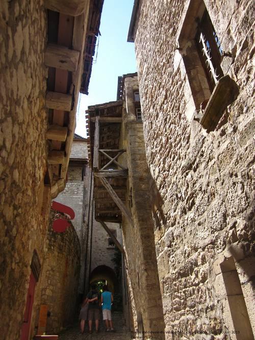 Rue médiévale à St-Cirq-Lapopie (Lot) - 30-06-2013.JPG