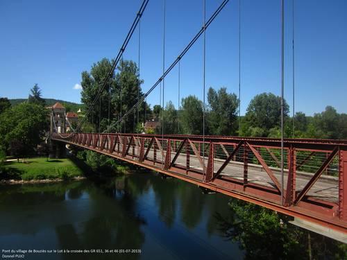 GR 36 sur le pont de Bouziès - Vallée du Lot - 1er juillet 2013.JPG