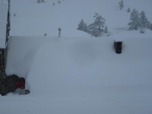 18-01-2014 - Partie du refuge Wallon sous la neige (vallée du Marcadau)..JPG