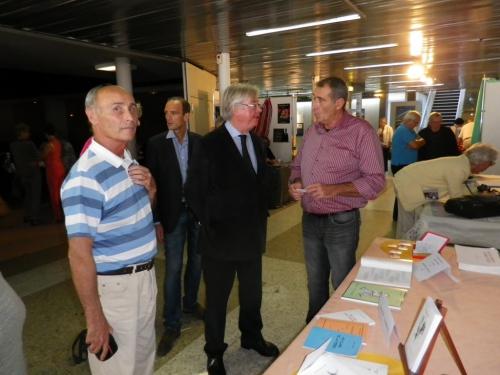 Remise du recueil au député-maire Didier Quentin 3.JPG