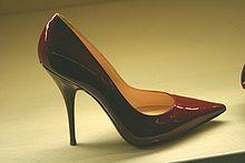 220px-Zapatos_de_tacón_de_aguja-2008.jpg