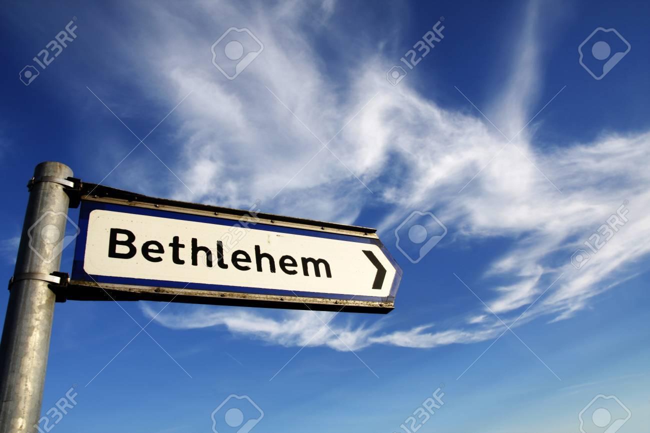 13622395-de-cette-façon-à-bethléem-route-signe
