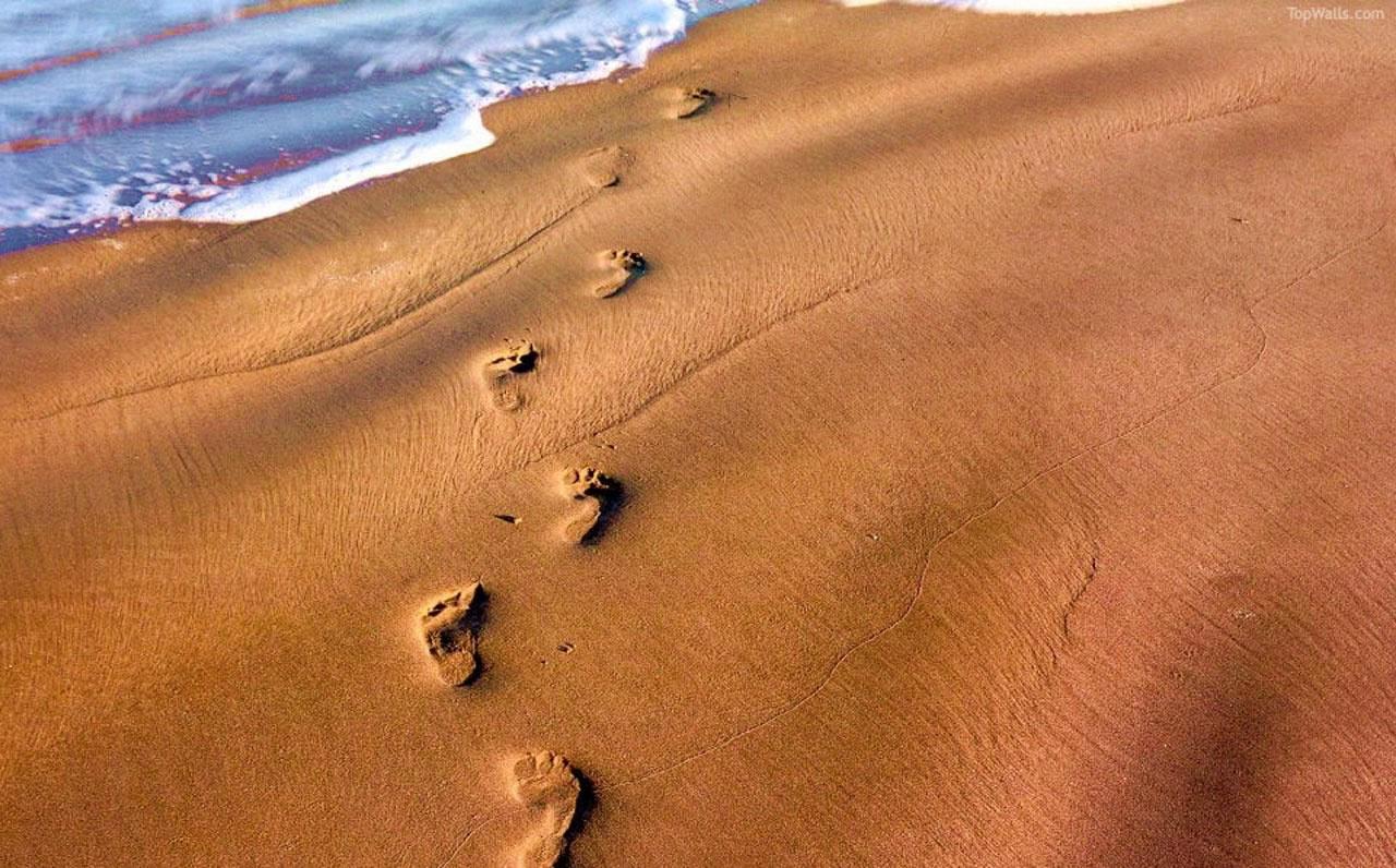 footprints_in_sand_wallpaper