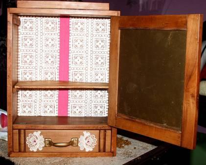 ancienne armoire pharmacie en bois massif restaur e de. Black Bedroom Furniture Sets. Home Design Ideas