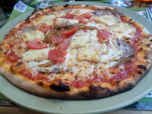 Pizza Guéméné (andouille, livarot, oignons, tomates)