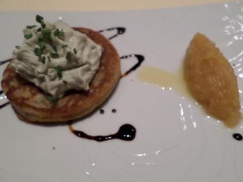 Blinis de sarrasin, crémet de Bleu et chutney d'ananas