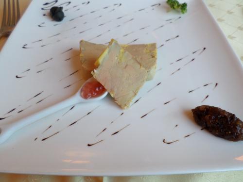 Foie gras de canard en terrine cuisiné par nous-mêmes au coteau du Layon et sa chutney de fruits