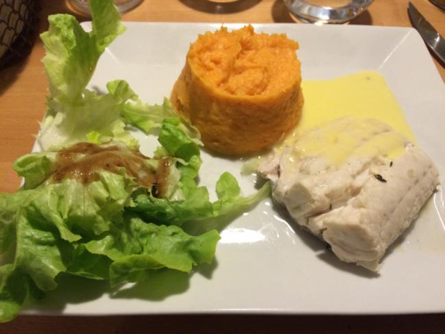 Merlu poché, sauce hollandaise et purée de patates douces