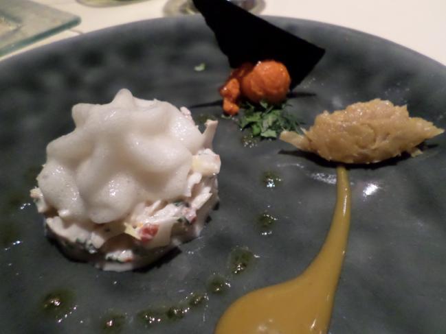Salade croquante de homard et endives, assaisonnée d'une sauce tzatziki, cappuccino de Nuoc Mam, compotée fenouil, sorbet piperade poivron rouge