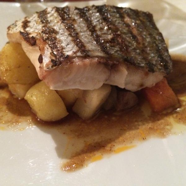 Filet de maigre sauvage et ses légumes rôtis au foie gras
