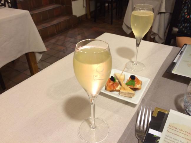 2 cocktails maison 2 verres de vin