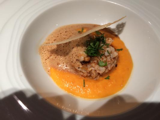 Tartare snacké de langoustines à la coriandre fraîche, citron confit et sa bisque émulsionnée