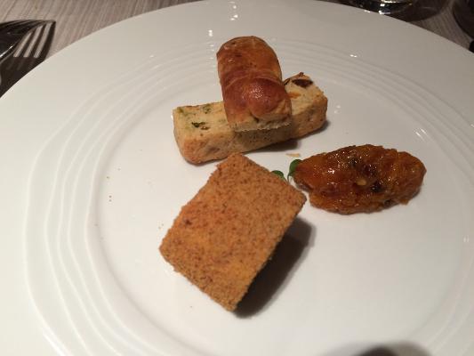 """Foie gras en """"tonneau"""" roulé au pain d'épices, marmelade d'oranges"""