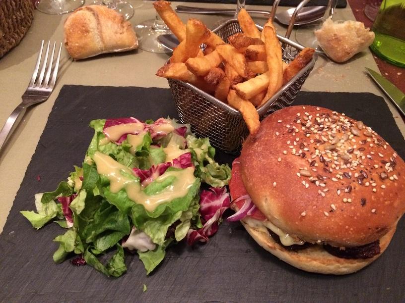 Burger au boudin noir, tomates, Tome du Gennetay