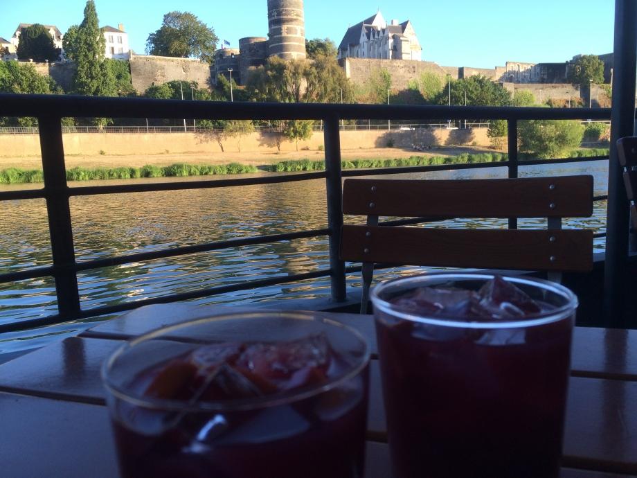 Deux sangrias et 1/2 bouteille de Bourgogne