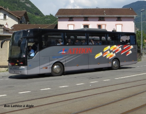 Bus Lathion à Aigle .jpg