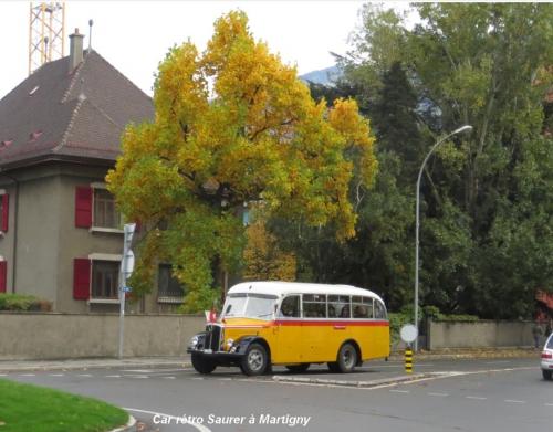 Car rétro Saurer à Martigny 02. 27.10.jpg