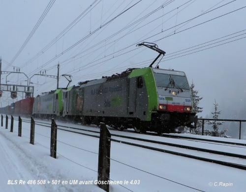 BLS Re 486 508 + 501 en UM avant Göschenen le 4.03.jpg