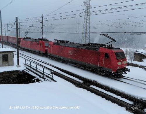 Br 185 123-7 + 125-2 en UM à Göschenen le 4.03.jpg