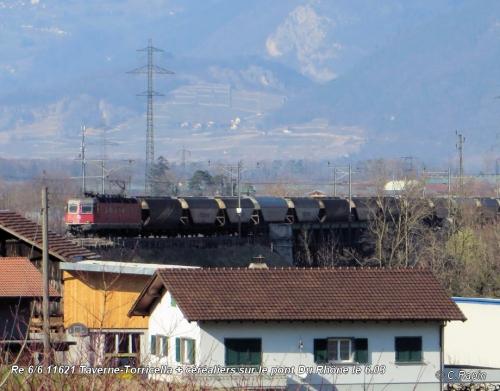 Re 66 11621 Taverne-Torricella pont Rhône 6.03.jpg