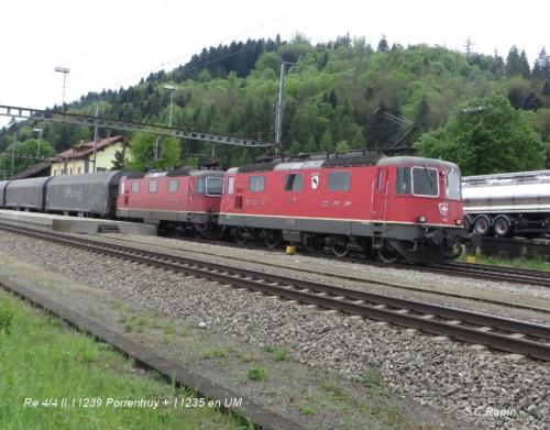Re 44 II 11239 Porrentruy + 11235 UM 29.04.jpg