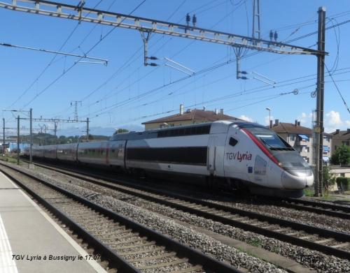 TGV Lyria à Bussigny le 17.07.02.jpg