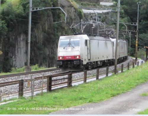 Br 186 106 + Br 186 903-1 Crossrail près de Wassen le 15.08.jpg