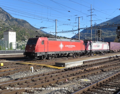 09 Br 185 596-4 + 602-0 Crosrail en UM à Brig le 18.10.jpg