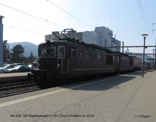 21-Re 425 189 Niedergesteln + 194 Thun à Pratteln le 23.03.jpg