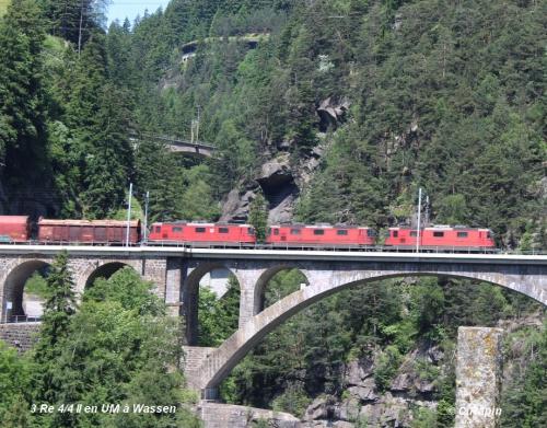 04-3 Re 44 II en UM à Wassen pont .... 11.06..jpg