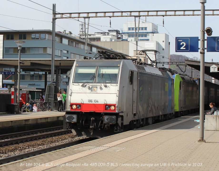 Br 186 104-6 BLS cargo Railpool +Re 485 009-5 BLS connecting europe en UM à Pratteln le 31.03..jpg
