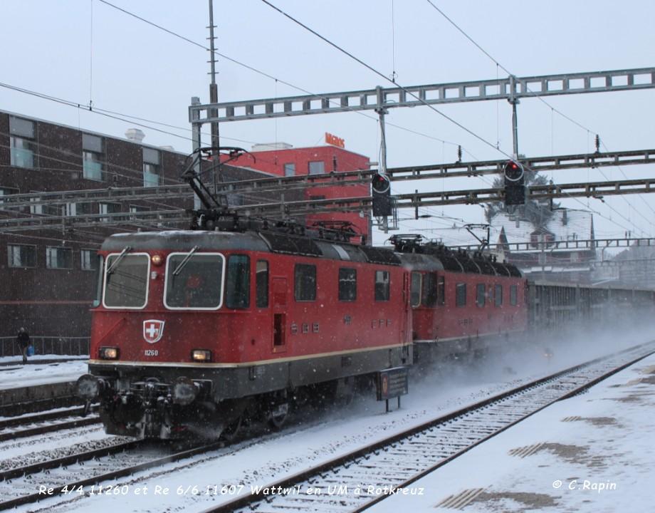 Re 44 11260 et  Re 66 11607 Wattwil en UM à Rotkreuz ..jpg