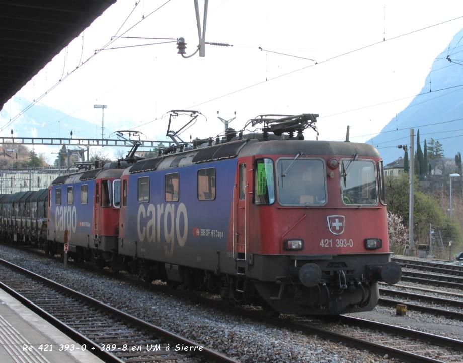 Re 421 393-0 + 389-8 en UM à Sierre 23.03..jpg