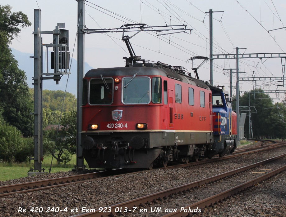 Re 420 240-4 et Eem 923 013-7 en UM aux Paluds 23.06.jpg