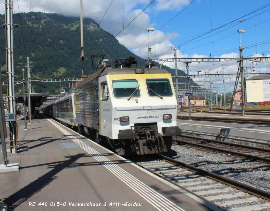 RE 446 015-0 Verkershaus à Arth-Goldau ..jpg