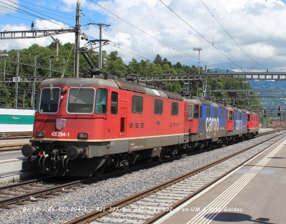 Re 16 - Re 420 294-1 + 421 397-1 + 347-7 et 332-9 en UM à Arth Goldau ..jpg