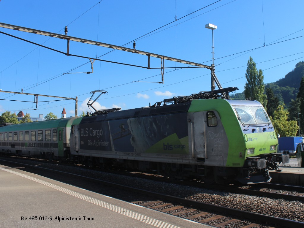 Re 485 012-9 Alpinisten à Thun 27.06.jpg