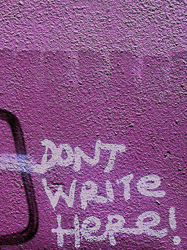 mur avec inscription : dont write here !