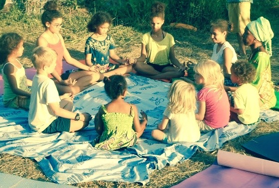 yoga.enefants.pleinair.cercle (1).jpg